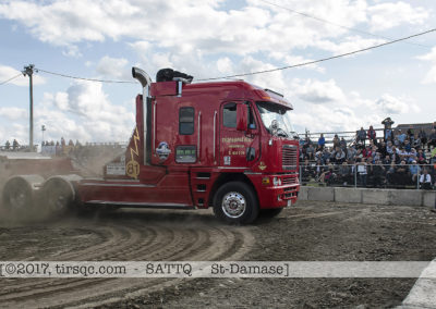 F20170806a160623_5469-SEMI-Freightliner rouge-Mario Racicot
